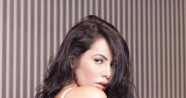 Esbanjou sensualidade! Flavia Santozy posa para campanha de ...