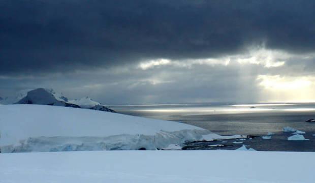 Aumento na camada de gelo que cobre o mar na Antártida assusta cientistas