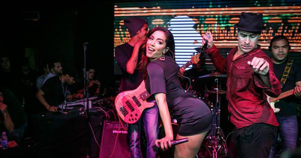 Tá liberado? Anitta sensualiza com Thiago Martins e namorada do ...