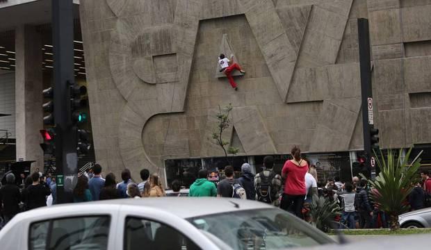 Público vibra com competição de escalada na Virada Esportiva