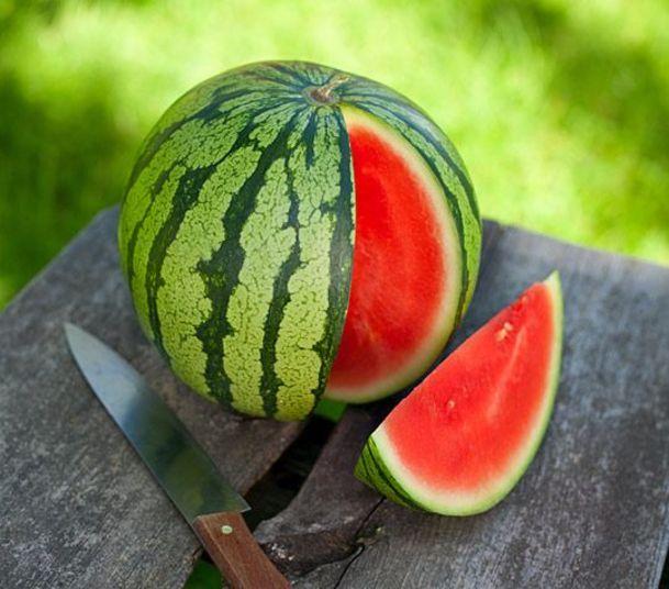 Combate a doenças crônicasAs melancias bem maduras tornam-se alcalinas e ajudam a combater o desenvolvimento de doenças crônicas