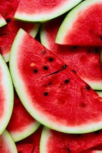 Reduz a gordura corporal A melancia possui citrulina, que tem sido apresentado em estudos como algo que ajuda a eliminar o acúmulo de gordura. Este aminoácido, com uma pequena ajuda de nossos rins, faz com que nossas células acumulem menos gordura