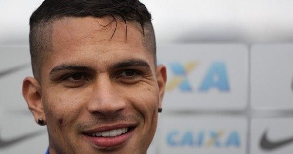 Guerrero volta da dengue e 'pica' rivais em entrevista - Fotos - R7 ...