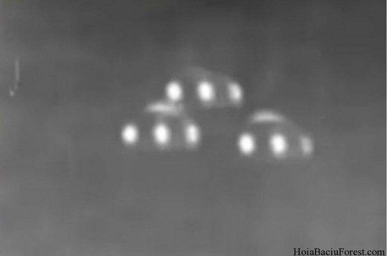 Há também conjuntos de luzes, como se fossem 'naves' em formação