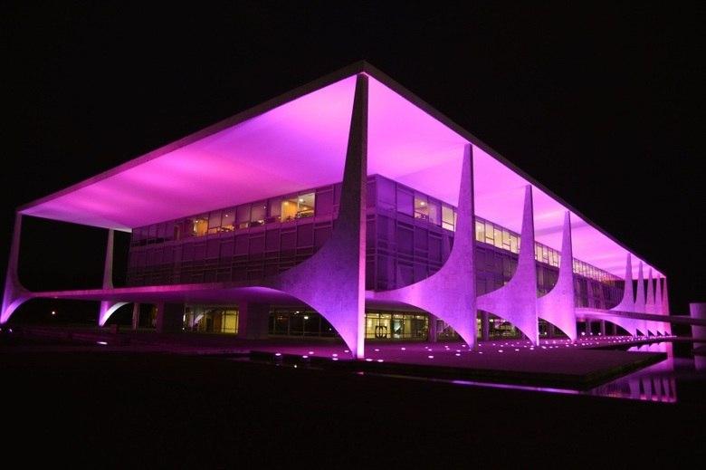 O palácio do Planalto, em Brasília (DF), também mudou de cor