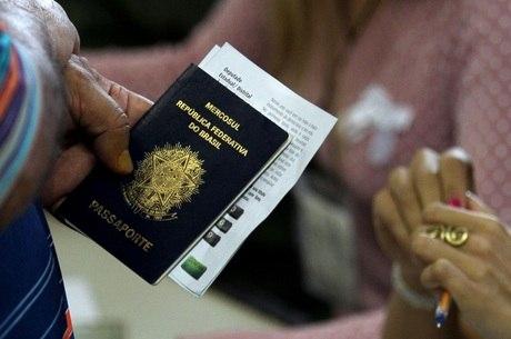 Alta do dólar faz pedidos de visto para os EUA despencarem