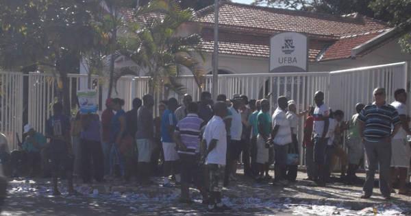 Sujeira toma conta de ruas em domingo de Eleições na capital baiana