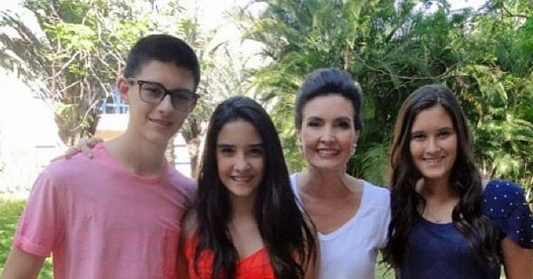 """Fátima Bernardes fala sobre os três filhos adolescentes: """"Não sou ..."""