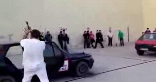 Carros são cortados ao meio em competição espanhola - Fotos - R7 ...