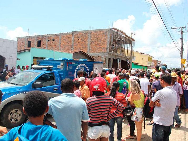 Freaza disse ainda que foi lavrado um termo circunstanciado e que policiais foram até a casa de Santos, mas não o encontraram