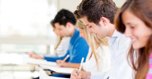 Quem estuda a distância pode tentar bolsa com a nota do Enem ...
