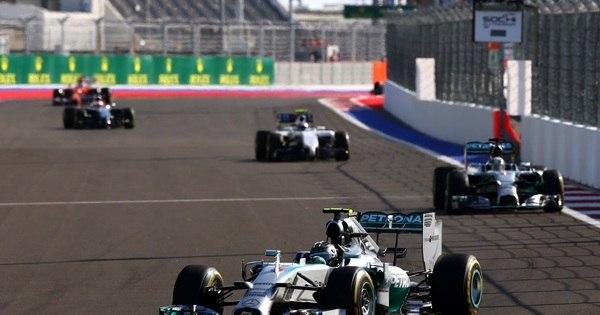 Hamilton vence o GP da Rússia e Mercedes é campeã na Fórmula 1