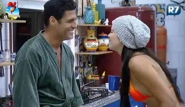 Veja 10 motivos para Débora e Marlos continuarem namorando após o reality