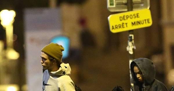 Robert Pattinson é visto com a nova namorada em Paris - Fotos - R7 ...