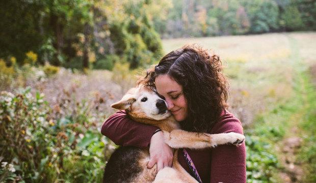 Mulher se despede de sua cadela com um comovente álbum de fotos