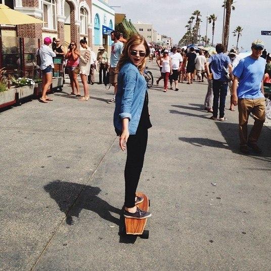 EsportistaAntes mesmo de Bruna Marquezine conhecer o skate em Los Angeles, Chloë já estava arrasando na modalidade no píer. E o melhor de tudo é a pose! Poderosa sem ser vulgar