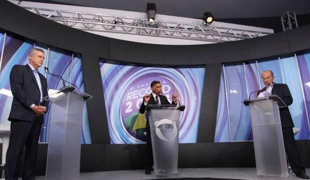 Veja imagens do debate da TV Record entre os candidatos ao governo do DF