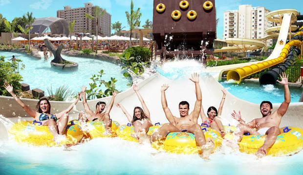 Paraíso de Caldas Novas tem piscina de ondas quentes