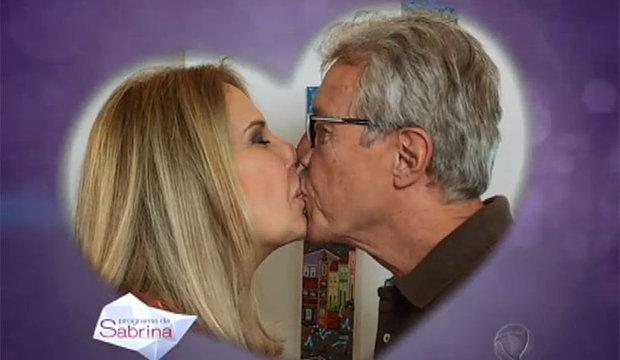 Casal que se divide entre dois países reativa o amor e comemora boa notícia