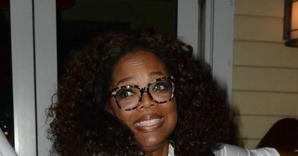 Ops! Motorista de Oprah quase passa por cima de pé de fã com carro