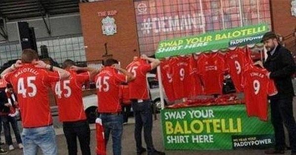 Balotelli não agrada e torcida do Liverpool troca camisa que tem o ...