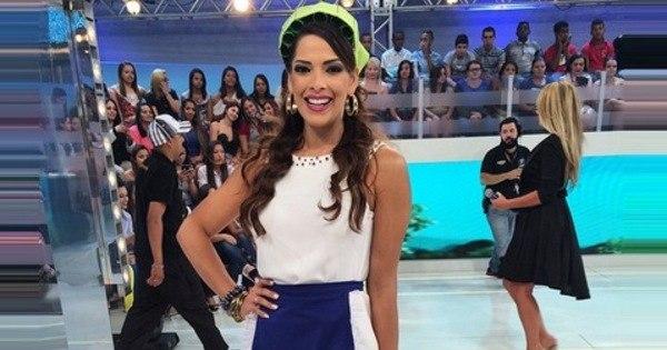 Nuelle Alves, a Candinha do Domingo Show, garante que está ...