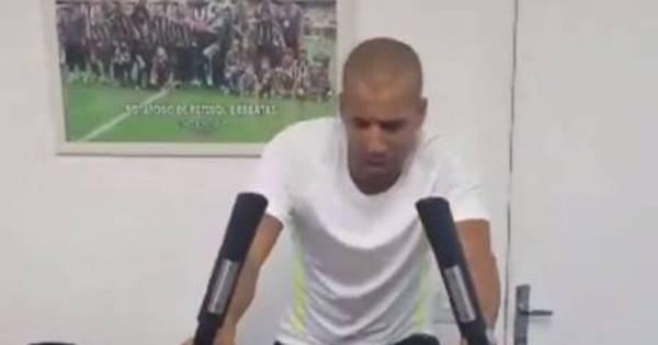Sheik treina forte e dá dica de qual clube vai defender em 2015 ...