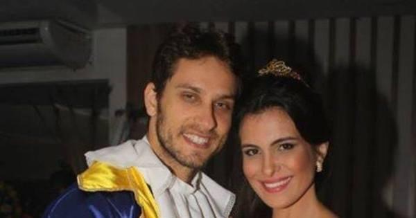 Elieser Ambrósio e Kamilla Salgado se fantasiam de Bela e a Fera ...