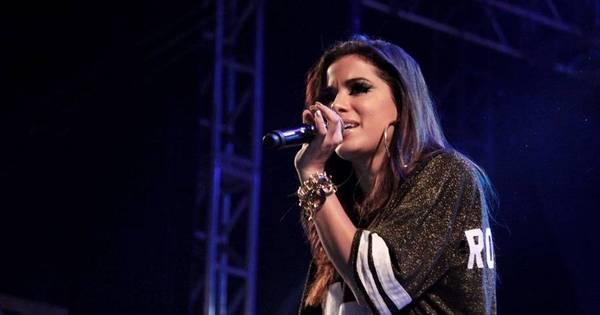 Anitta rebola para fãs e mostra celulites durante show - Fotos - R7 Pop