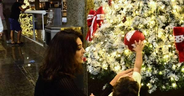 Caçula de Juliana Paes fica encantado com decoração de Natal ...