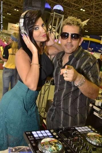 Gabi D`avila e Bianca Leão juntas em feira de cabeloQuem você quer que continue na Fazenda?