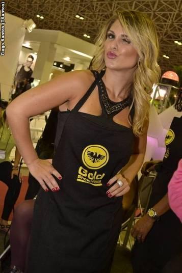 A modeloGabi D`Avila que ficou muito conhecida como sósia daFlávia Alessandra iniciou sua carreira no Bonita 5da Multishow. Na tarde de terça-feira (11), a loira marcou presença na feiraHair Beautyque aconteceu no Rio Centro, zona oeste do Rio de Janeiro
