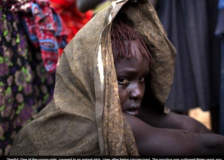 Muitas meninas do Quênia viajarão neste mês de agosto ao povoado de sua família para passar as férias escolares. Algumas não serão as mesmas quando retornarem à cidade: terão sido mutiladas em rituais de iniciação à idade adulta que porão fim a sua educação e a sua integridade como mulheres