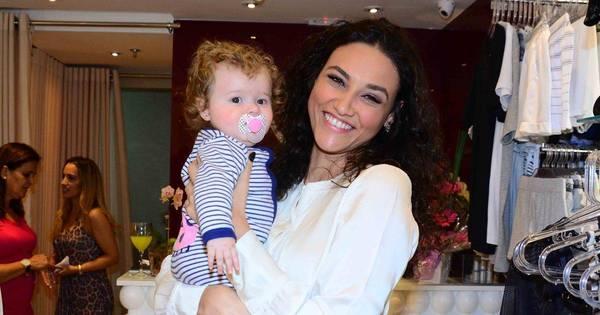 Treinando? Débora Nascimento se derrete por bebê - Fotos - R7 ...