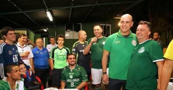 Marcos participa de futebol e churrasco com torcedores do Palmeiras