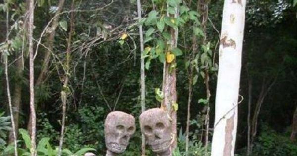 Cafonas, bizarros, medonhos: esses túmulos assustam até ...