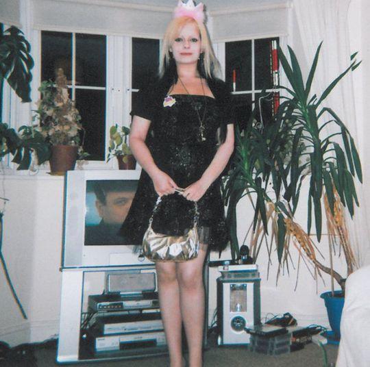 Fiona foi encontrada morta, também com a palavra 'Eve' escrita no corpo. Seria o  nome da filha que ela estava esperando que, obviamente, também não  sobreviveu