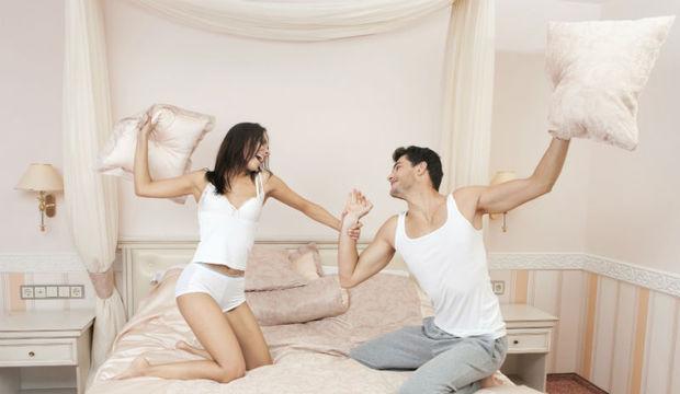 Voltem a ser crianças! Brincadeiras e risadas ajudam casal a superar o cansaço