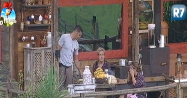 Brunninha diz para DH que já ficou desconfiada dele - Fotos - R7 A ...