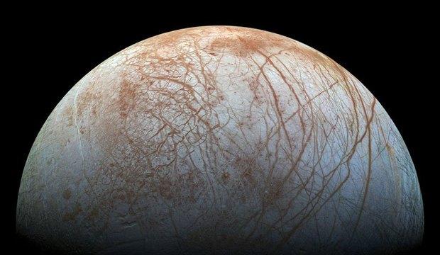 Amplie a incrível foto de Europa, a lua que pode ter vida extraterrestre