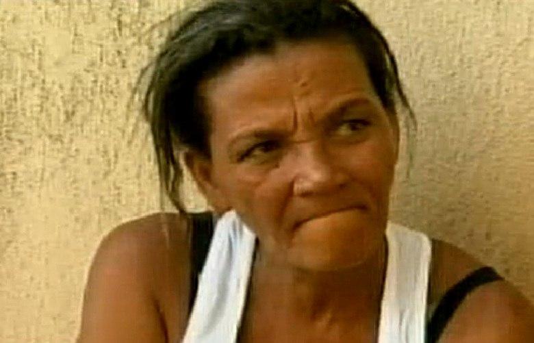 — Na minha opinião, ele tinha que morrer mesmo. Foi um alívio, porque aí ele não faz isso mais com criança nenhuma. O desabafo é de Geralda Margarida de Souza, de 45 anos. Ela filmou o companheiro estuprando a filha dela, de apenas oito anos, e conseguiu entregar o homem à polícia. Alexandre Apolônio, de 51 anos, foi achado morto na cela que dividia com outros dois detentos no Ceresp Gameleira, em Belo Horizonte, no mesmo dia em que foi preso Texto e entrevista: Márcia Costanti, do R7, em Belo Horizonte