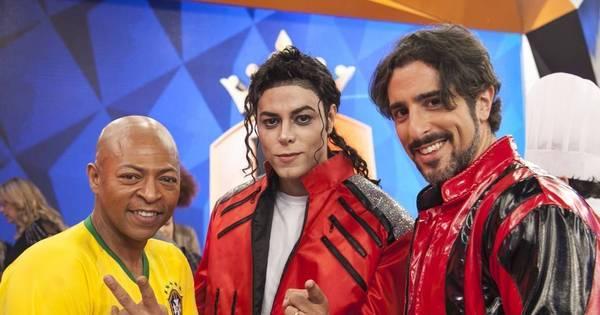 Como assim?! Alguns Michael Jackson surgem no palco do ...
