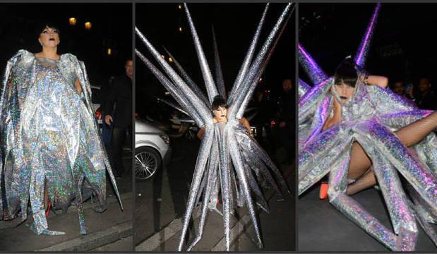 Eita, Lady Gaga! Cantora exagera ao usar look inflável e diverte fotógrafos
