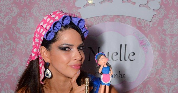 Nuelle Alves, a Candinha do Domingo Show, realiza festança de ...