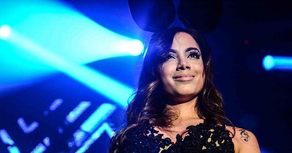 Anitta supera Lobão e é eleita a mala do ano pelos internautas do R7