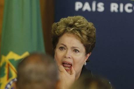 Dilma se emociona durante entrega do relatório da Comissão da Verdade sobre tortura