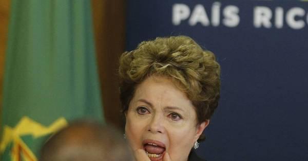 Dilma se emociona durante entrega do relatório da Comissão da ...