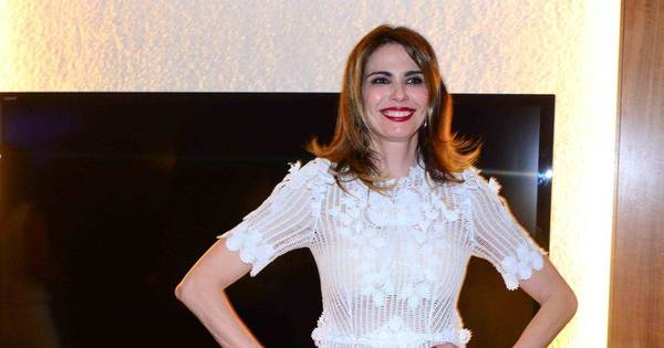 Luciana Gimenez diz que parou de amamentar após mordida no seio