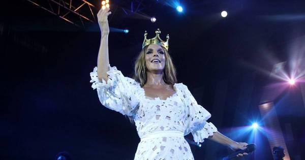 Com coroa de princesa, Ivete Sangalo celebra 20 anos de carreira ...