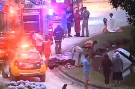 Cinco pessoas morrem após carro cair em lago em Colombo
